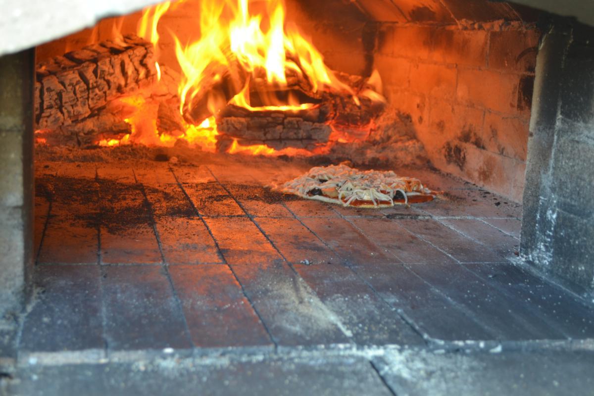 backyardbrickoven com pizza time making wood fired brick oven